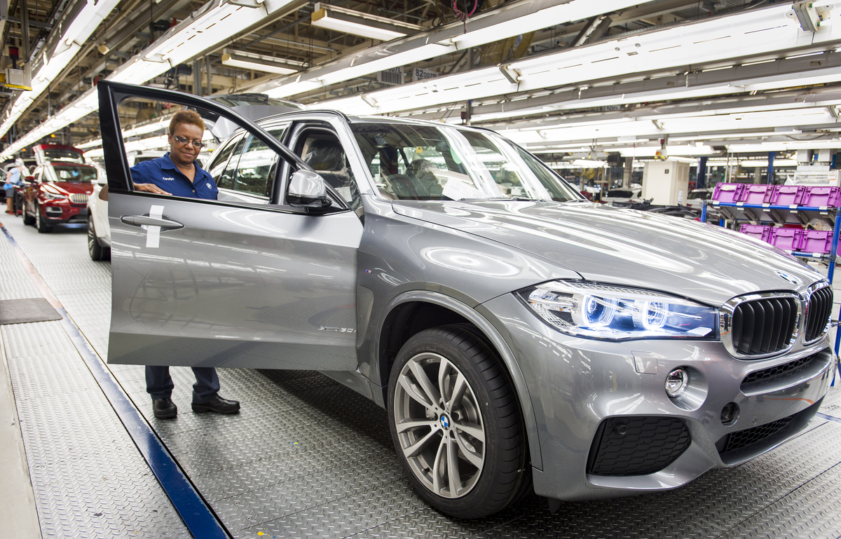 Spartanburg Ociate Carolyn Tate Performs A Quality Inspection Of The New X5